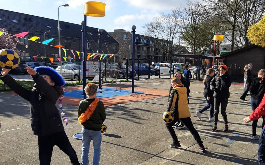 KCR geeft korfbalclinics tijdens Koningsspelen op Klimop Rijsoord